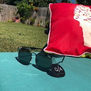 "Quay Australia ""the in crowd"" sunglasses NWT"